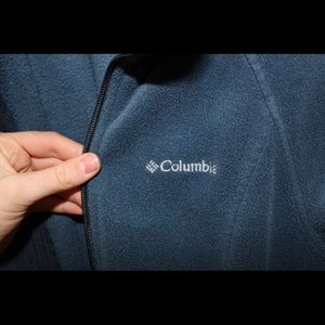 Super cute navy Columbia fleece jacket.